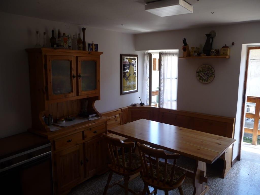 Camino In Cucina Tiarch Finestra Sopra Il Letto Areaimmobiliare Solo Immobili Veri